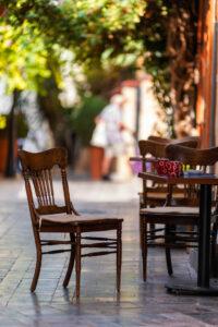 Портрет незнакомки в летнем кафе