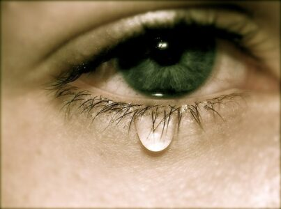 Не плачь.Слушая The Weeknd - Save Your Tears